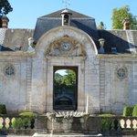 Courtyard - Chateau Bizy