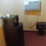 Fridge, Microwave, AC $ Room Safe!
