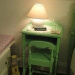 so cute the sidetable/desk!