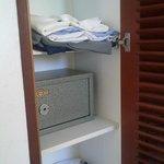 placard con caja de seguridad con llave