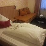 Zimmer mit Bett