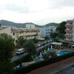 Vista hacia el hotel vecino de la red Hoteles Delfin