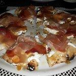 mostarda di pere e mele Luccini e speck artigianale con ricotta e mozzarella di bufala DOP