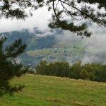 Blick ins nebelverhangene Tal
