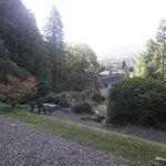 Le jardin avec vue sur le village en contrebas