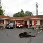 courtyard motel--only 12 or 14 rooms. Charming!
