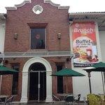 Fachada exterior restaurante Orellana y Rábida