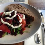 Salad gravad lax, with beetroot and green beans