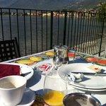 desayuno frente el lago
