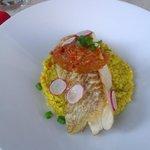 Dos de lieu noir, confit d'oignons-chorizo, quinoa d'Anjou
