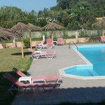 Photo de San Stefanos Hotel Rooms, Studios & Villas