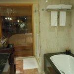 Salle de bain chambre 1010 vue Harbour