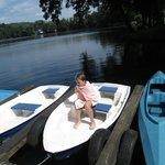 Es gibt auch Boote am See