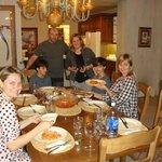 Sala de jantar espaçosa e aconchegante...nos sentimos em casa.