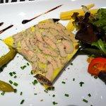 Pressée de foie gras (5 épices et cannelle en rétro goût, très subtil)