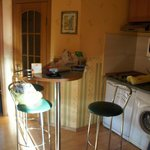Тесная кухня слепленная из прихожей!