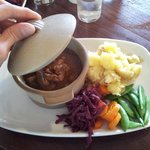 Piatto del giorno: spezzatino di agnello con verdure e purè