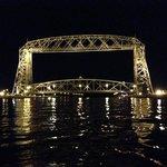 The Duluth Lift bridge at night