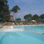 piscina all'aperto con idromassaggio