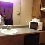 partie lavabo micro onde et penderie