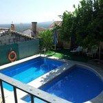 2 piscinas, ideal para niños la semicircular.