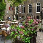 Museum Gouda: small entrance with cafe and terrace