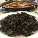 Paella nera di pesce