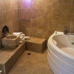 Il bagno con la vasca idromassaggio