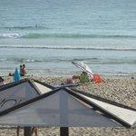Praia vista do bar