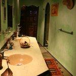 Gran baño en la habitación