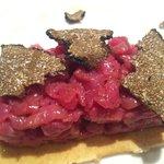 Carne cruda con tartufo