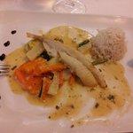 Queue de lotte, petits légumes, crème de homard