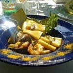 Paccheri di Gragnano in salsa di cozze e gamberi al profumo di Melissa.-Buonissimi !