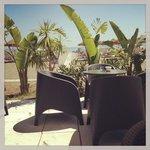terrasse du tropicana beach club sur la plage
