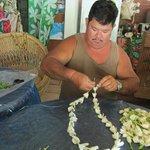 Confection de collier de fleur