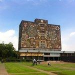 Biblioteca Central con murales de Juan O`Gorman