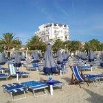 la spiaggia e l'hotel Sympathy