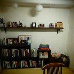 공동 공간 shared room, reading, internet etc.