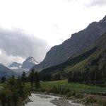Veduta dei rilievi alpini con ghiacciai dalla valle di Rhemes N. D.