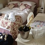 Room 4 with prosecco