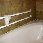 Condition of the shower/bath after housekeeping
