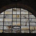 baie en marbre translucide