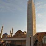vue de la cathédrale Saint Elie et en arrière plan la Mosquée Al-Amin