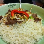 Dry rice noodles in fish sauce (beef)