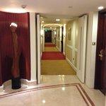 Floor lift lobby
