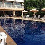 Schöner, großer Pool, zum Schwimmen geeignet