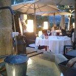 Diner sur la terrasse: cadre très agréable