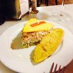 Tortilla rellena de cangrejo y atun