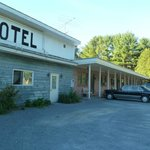 Overview of front of the Fairlee Motel