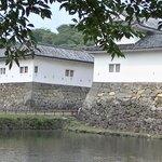 埋木舎の前の水堀と櫓